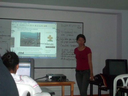 Photo of Nora Catalina giving a workshop in Ituango