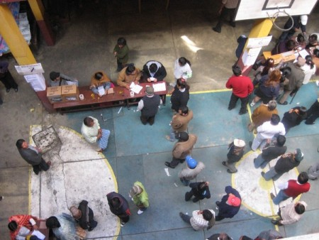 Twitpic from Hugo Miranda: Another voting booth at Colegiio San Martin #LP #eligeBO