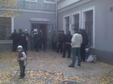 A line to the Methadone Site, Kiev, Ukraine