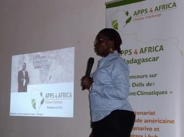 مريم جام تفتتح تطبيقات من أجل أفريقيا في مدغشقر. الصورة بواسطة ثيري راتسيز
