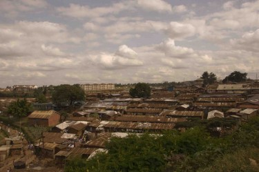 A favela de Kibera. Foto por @LauraSchne (CC-By-ND 2.0)