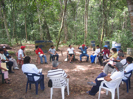 Open-air discussions. Photo by Luis Carlos Díaz and used under a Creative Commons license.