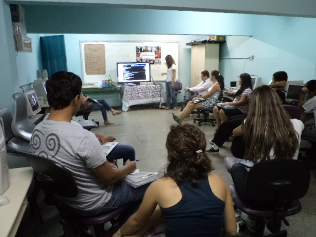A workshop with citizen journalists at Amigos de Januária; from their Flickr page.