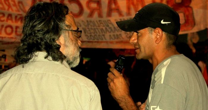 Los Inespertos interviewing protest participants. Photo by Radio Los Inestables