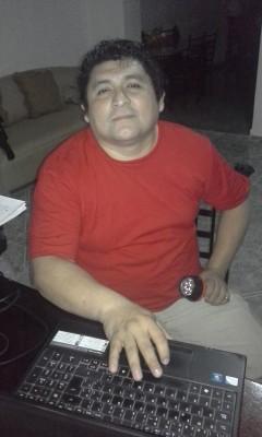 Juan May es técnico radiólogo, apasionado de la tecnología y la lengua maya. Ha escrito manuales para la enseñanza de la lengua originaria. Busca concretar sus proyectos de activismo digital en lengua indígena.