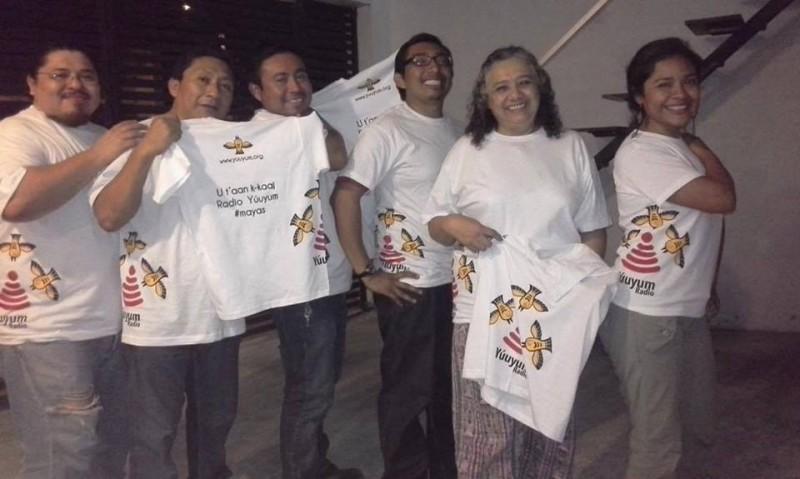Parte del equipo de la radio por Internet Yúuyum. Foto tomada de la página de Facebook de la radio.