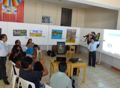Israel Quic presentando el proyecto en la Biblioteca de la comunidad. Foto de Quic.