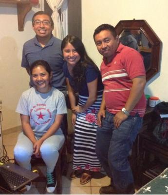 El equipo de Rádio Yúuyum