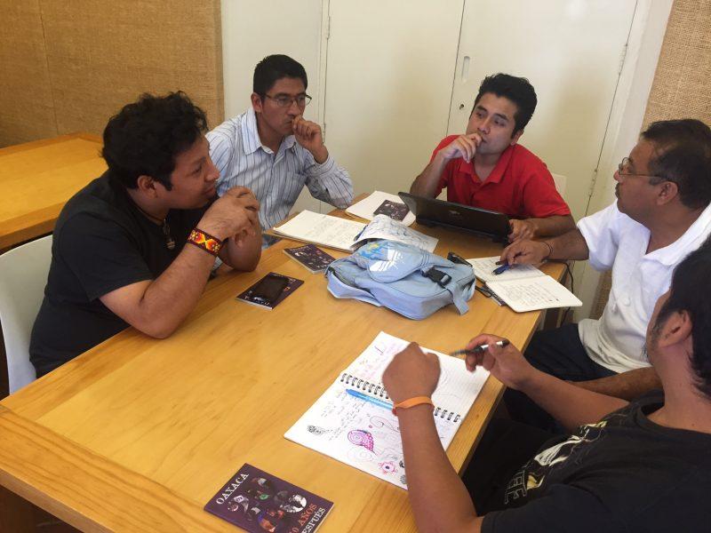 Grupos de trabajo durante el encuentro.
